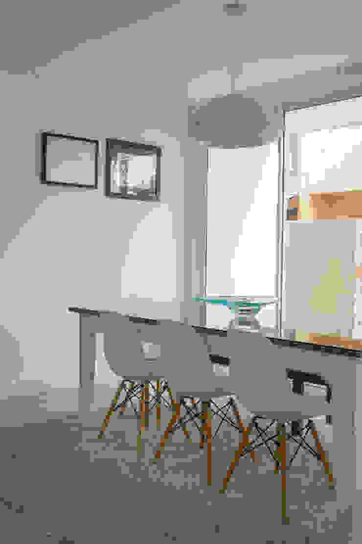 Modern dining room by POCHE ARQUITETURA Modern