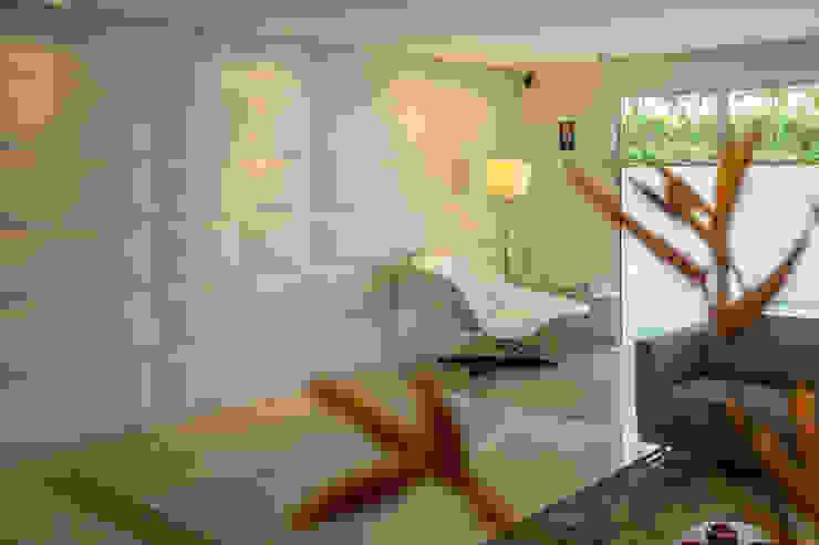 Condomínio José Martins Corredores, halls e escadas modernos por POCHE ARQUITETURA Moderno
