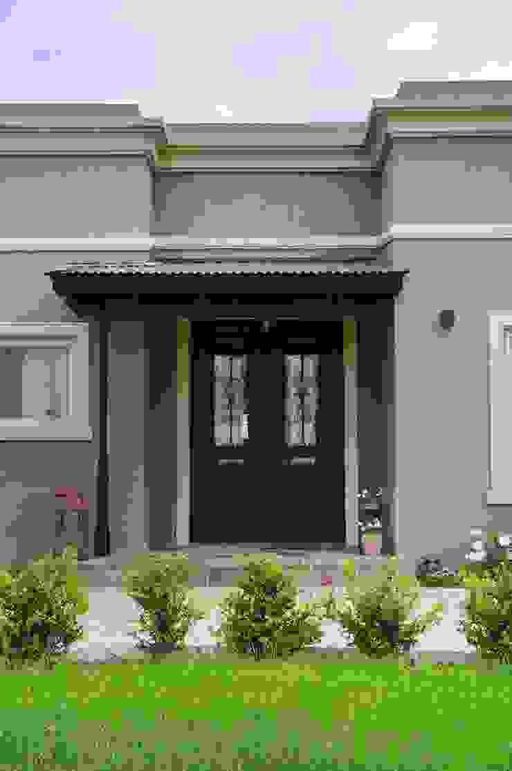 Exterior - Puerta de Entrada Puertas y ventanas rurales de Opra Nova - Arquitectos - Buenos Aires - Zona Oeste Rural