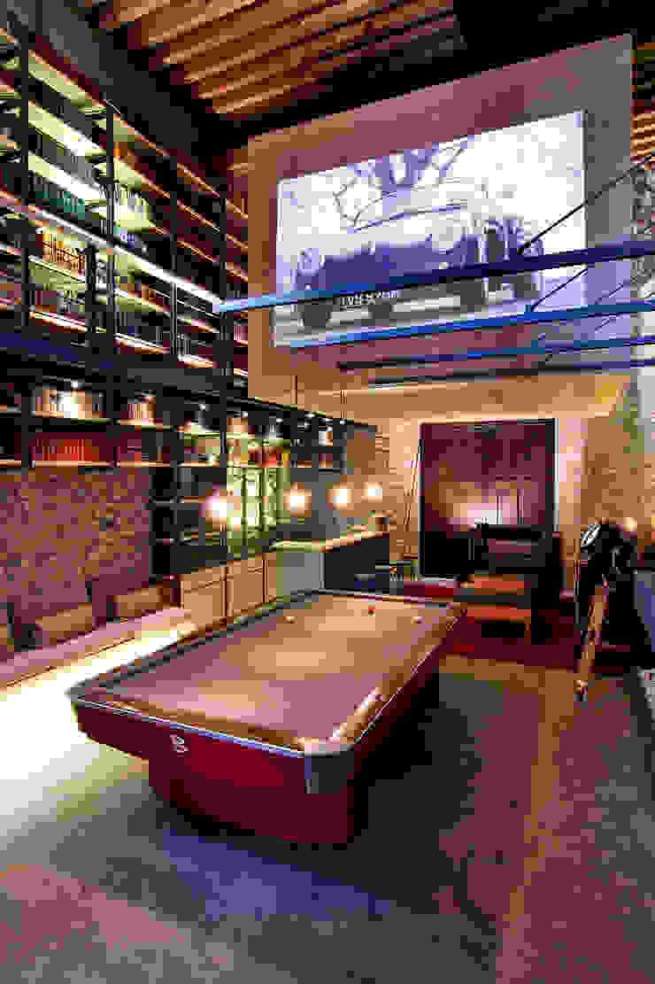 Sala de juegos - Vista general Cavas eclécticas de Weber Arquitectos Ecléctico