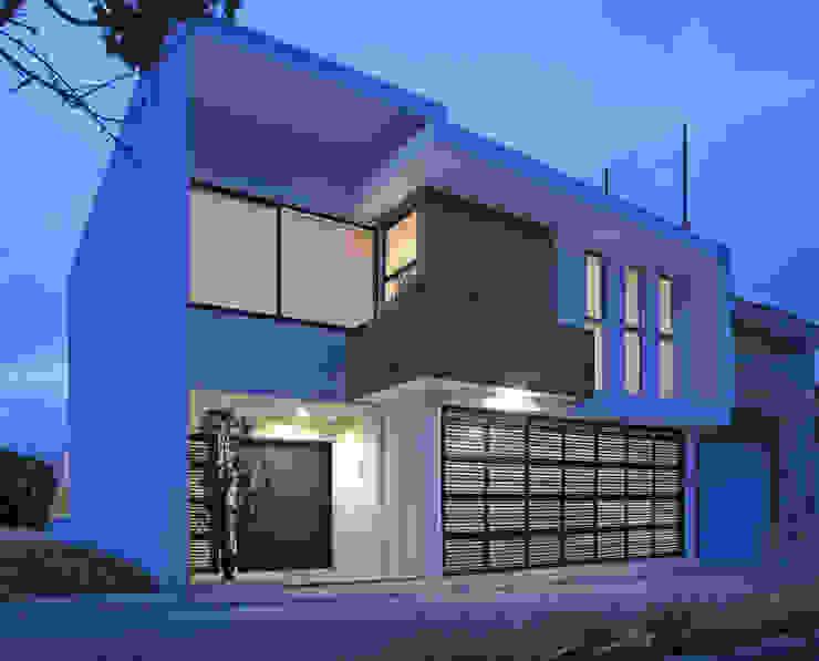 Fachada Principal Casas modernas: Ideas, imágenes y decoración de homify Moderno