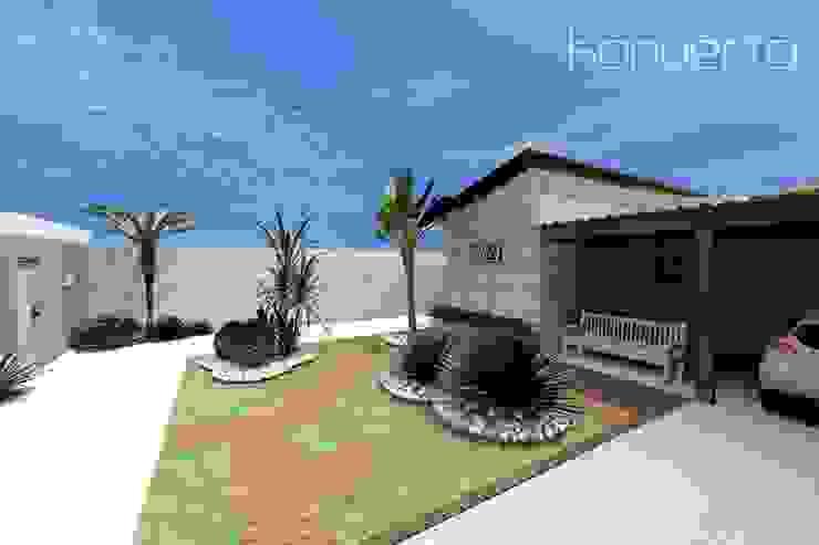Espaço Gourmet, piscina e fachada – Residência RJ Casas coloniais por Konverto Interiores + Arquitetura Colonial