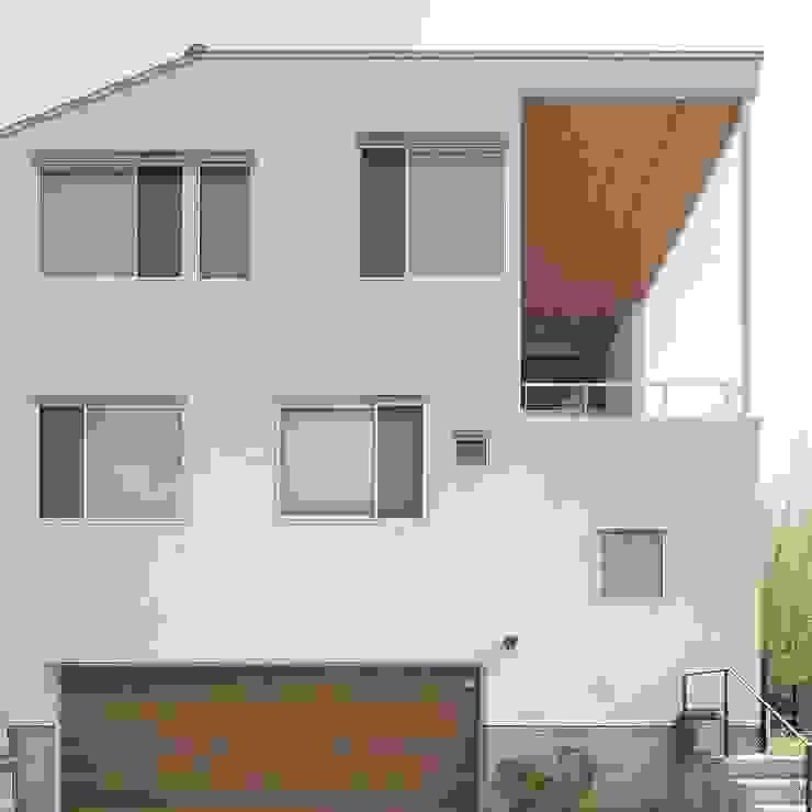 Casas modernas de 平林繁・環境建築研究所 Moderno