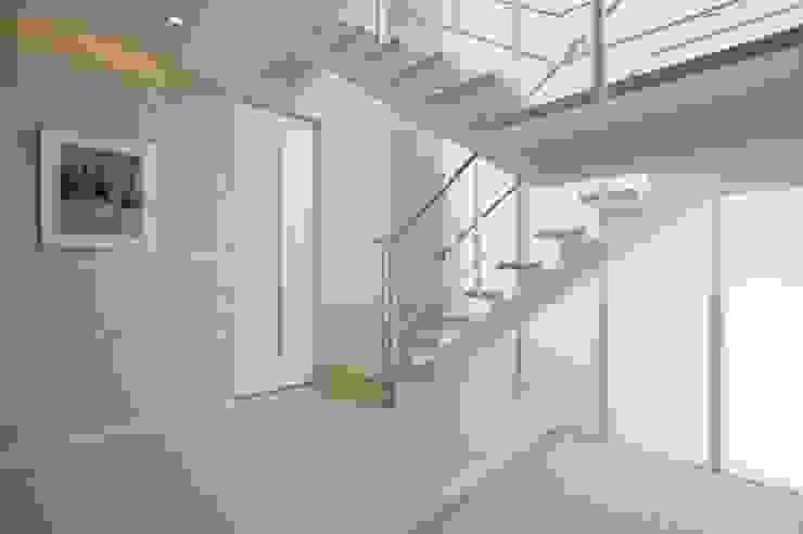 階段1 モダンスタイルの 玄関&廊下&階段 の homify モダン