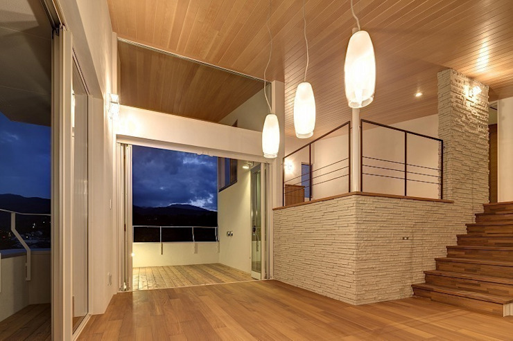 Salones modernos de 平林繁・環境建築研究所 Moderno
