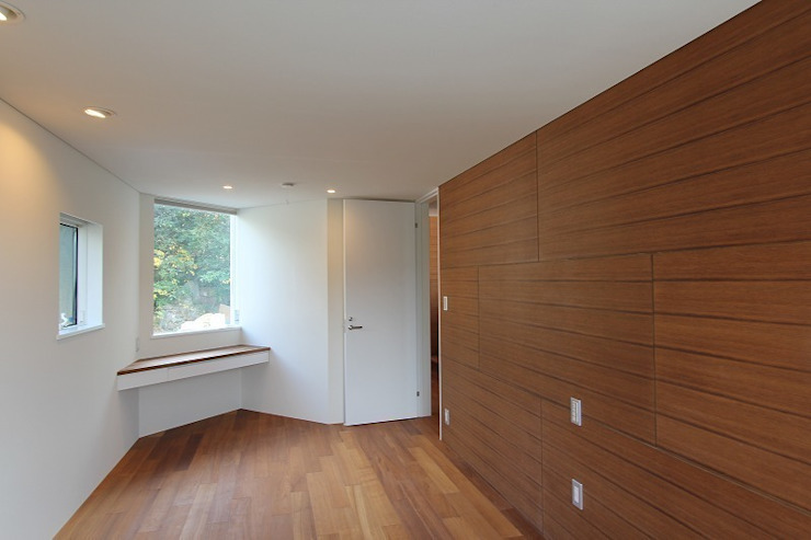 Dormitorios modernos de 平林繁・環境建築研究所 Moderno