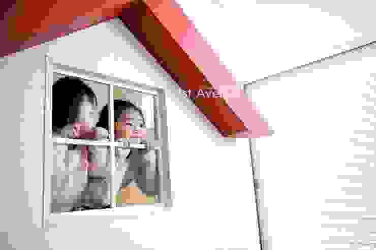 아이들의 웃음이 피어나는 빨간지붕 다락방 인테리어 미니멀리스트 아이방 by 퍼스트애비뉴 미니멀