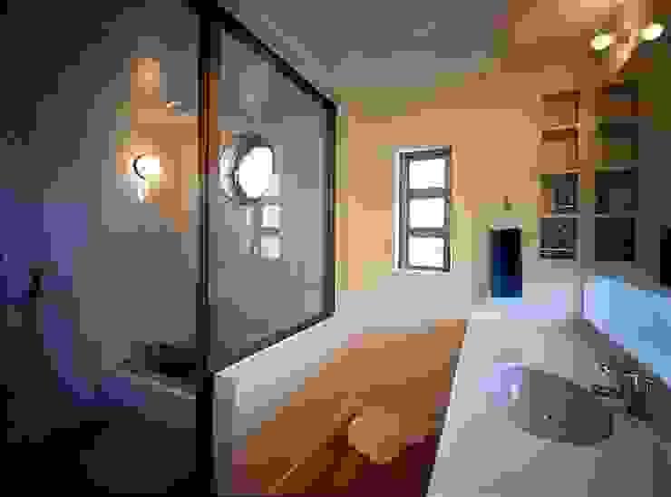洗面室・浴室 モダンスタイルの お風呂 の tubouti モダン