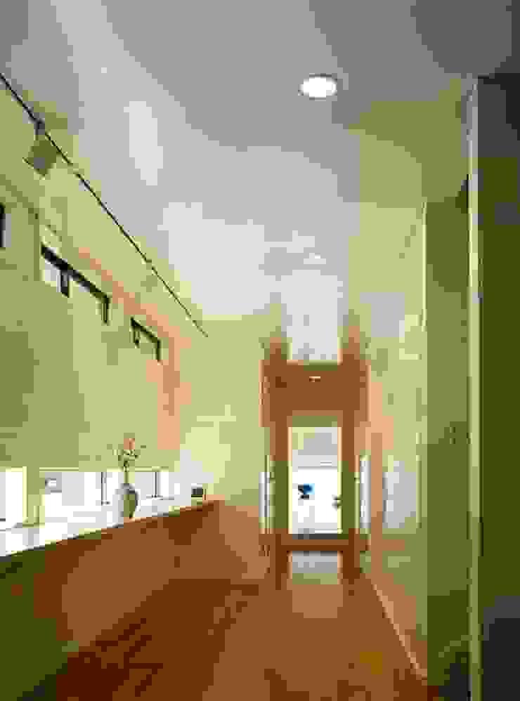 ギャラリー・廊下 モダンスタイルの 玄関&廊下&階段 の tubouti モダン