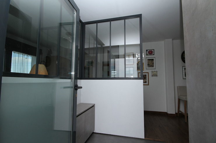 Verrière appartement loft Couloir, entrée, escaliers industriels par Agence C+design - Claire Bausmayer Industriel