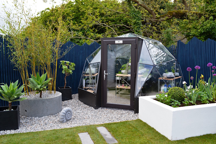 itv's Love Your Garden with Alan Titchmarsh Jardins modernos por Solardome Industries Limited Moderno