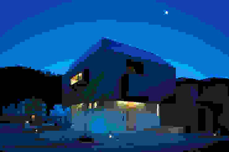 箕面森町の家 モダンな 家 の 安部秀司建築設計事務所 モダン