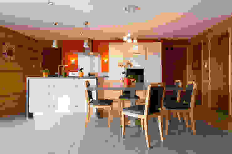 Cucina moderna di Agence C+design - Claire Bausmayer Moderno