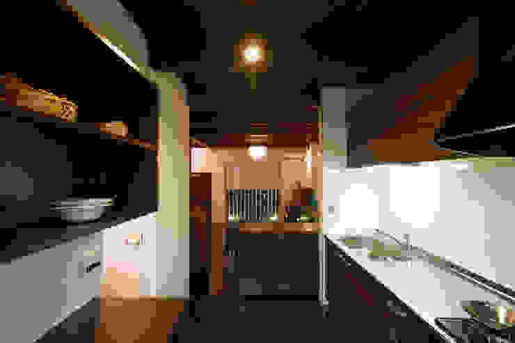 長屋改築―天神橋筋6丁目の家: SADOが手掛けたクラシックです。,クラシック