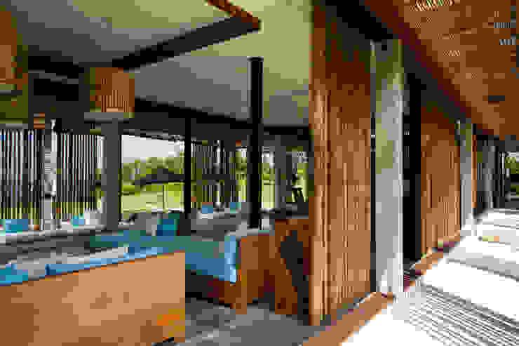 Living room Гостиная в тропическом стиле от homify Тропический