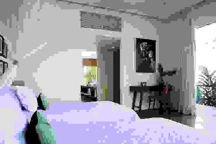 Dormitorios tropicales de homify Tropical