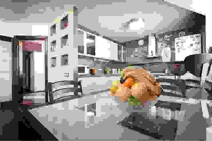 Вид на кухню. от Студия дизайна Ирины Комиссаровой