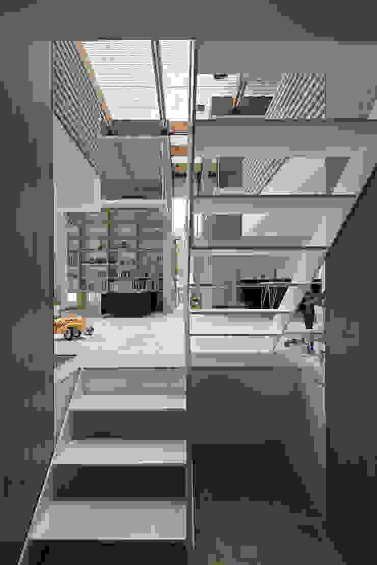 生駒の家 オリジナルスタイルの 玄関&廊下&階段 の 安部秀司建築設計事務所 オリジナル