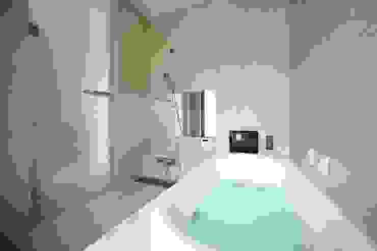 くつろぎのバスルーム モダンスタイルの お風呂 の TERAJIMA ARCHITECTS モダン