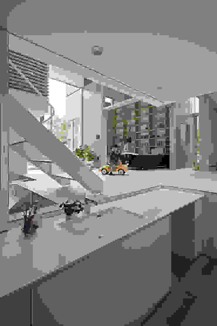 生駒の家 オリジナルデザインの ドレッシングルーム の 安部秀司建築設計事務所 オリジナル