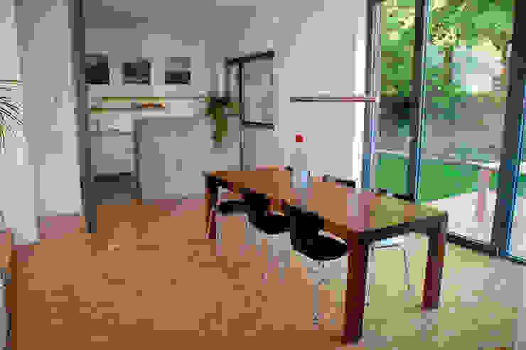 Doppelhaus Klein Grün Moderne Esszimmer von mbpk Architekten & Stadtplaner Modern