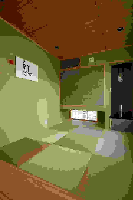 くつろぎの和室 モダンデザインの 多目的室 の TERAJIMA ARCHITECTS モダン