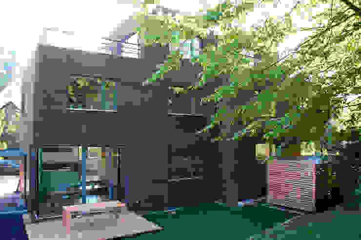 Doppelhaus Klein Grün Moderne Häuser von mbpk Architekten & Stadtplaner Modern