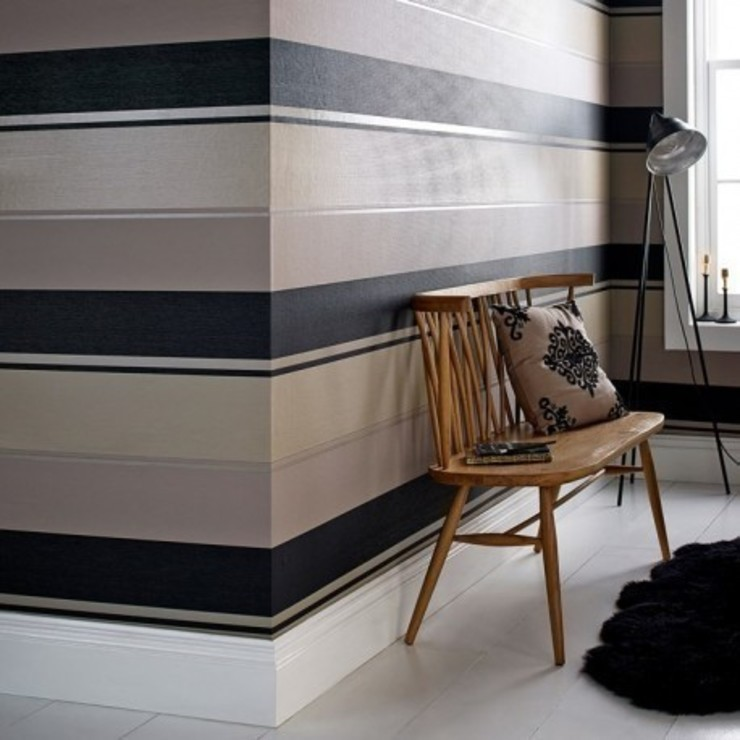 Spice Black & Gold Striped Wallpaper par Wallpaperking Moderne