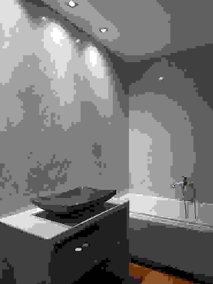 Zrobiona <q>na szaro</q> -tadelakt w łazience Egzotyczna łazienka od ZIZI STUDIO Magdalena Latos Egzotyczny