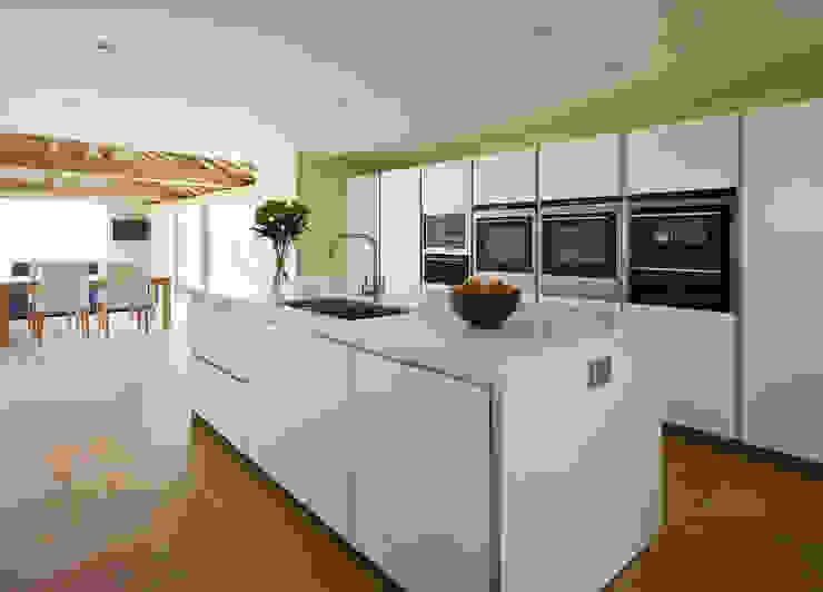 Horizontal appliance arrangement in a bulthaup b1 kitchen hobsons choice Modern Kitchen