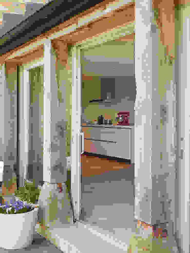 View into bulthaup b1 kitchen hobsons choice Modern Kitchen