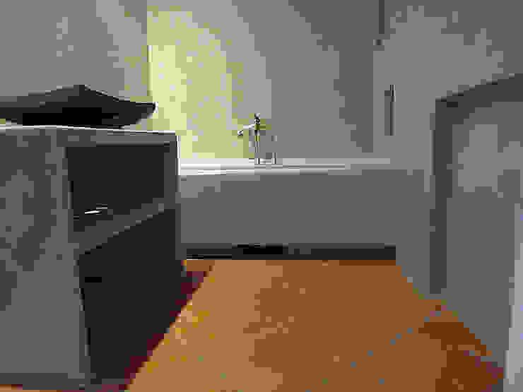 """Zrobiona """"na szaro"""" -tadelakt w łazience Egzotyczna łazienka od ZIZI STUDIO Magdalena Latos Egzotyczny"""