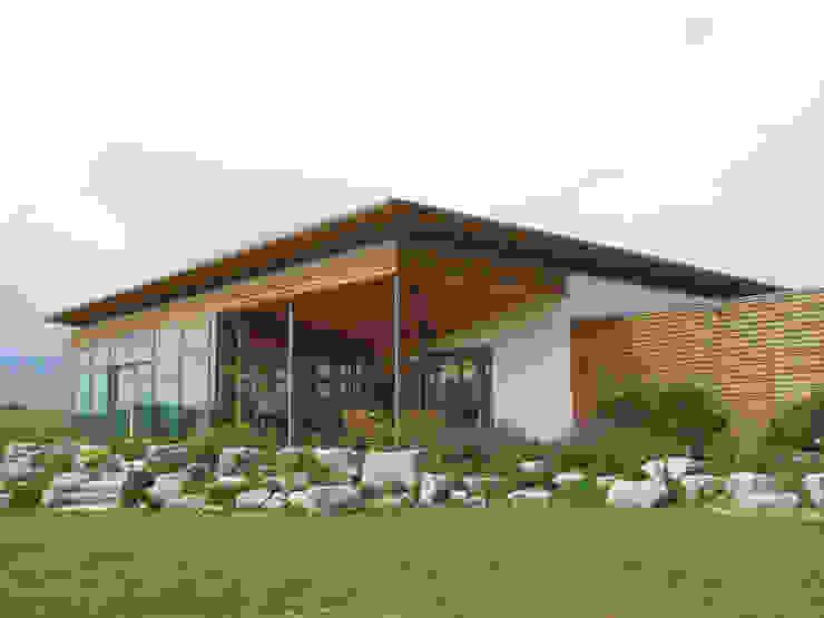 Ansicht Südwest Moderne Häuser von Moserarchitekten Modern