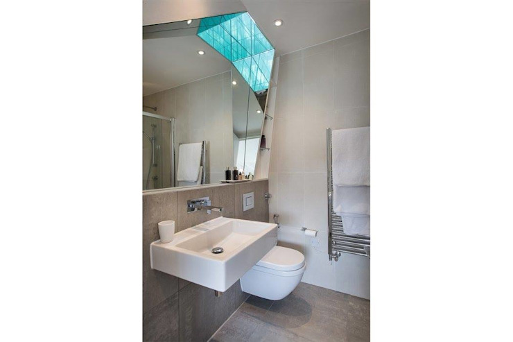 Abbots Gardens, N2 Modern bathroom by XUL Architecture Modern