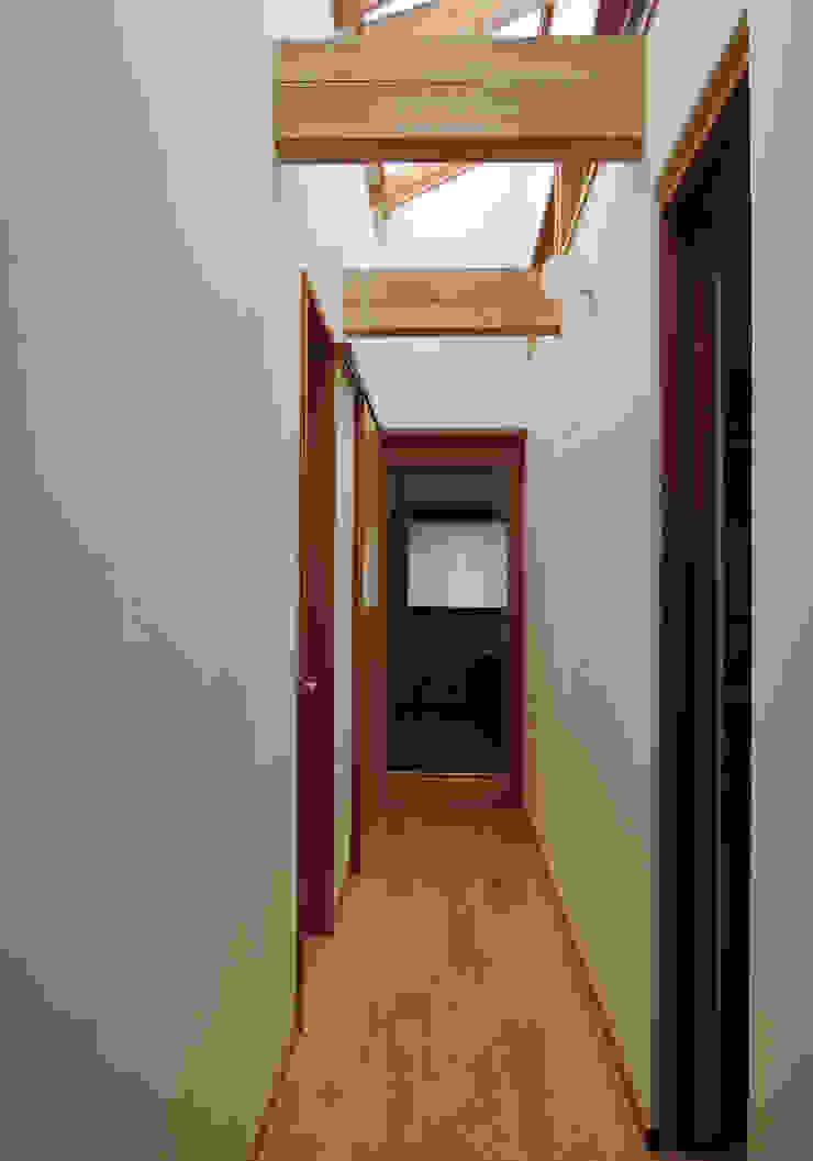 菊川の家 オリジナルスタイルの 玄関&廊下&階段 の 堀内総合計画事務所 オリジナル
