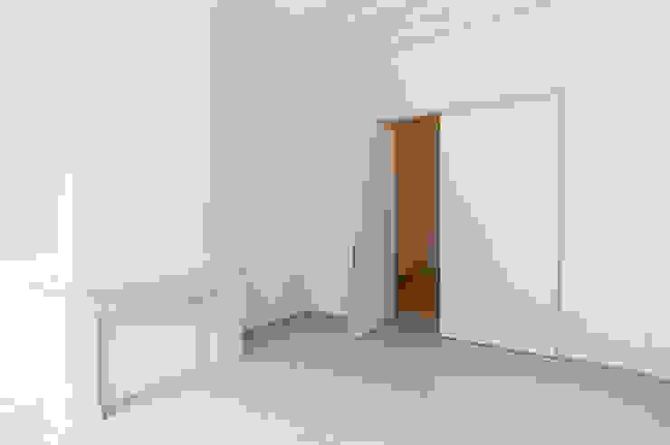 Dubbele taatsdeur van Anyway Doors.: modern  door Anyway Doors, Modern