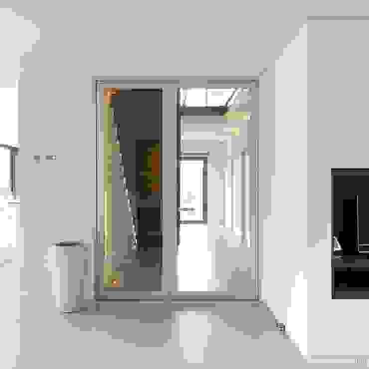 Design glazen deur met zijpaneel: modern  door Anyway Doors, Modern
