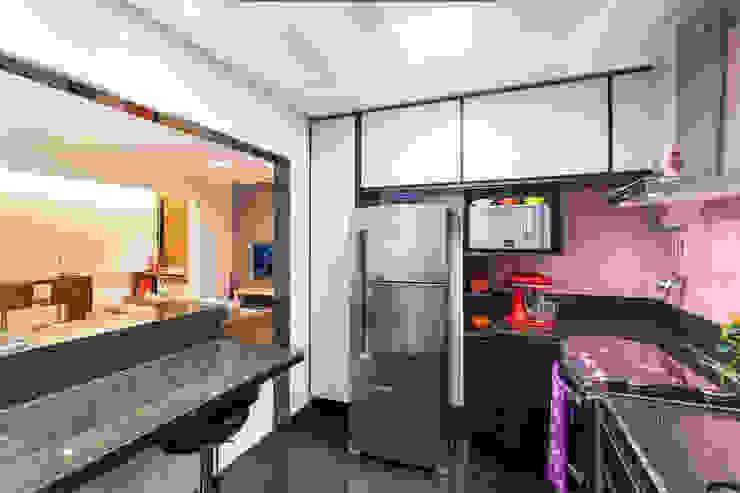 Apartamento .RF Cozinhas modernas por Amis Arquitetura e Decoração Moderno