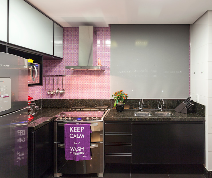 現代廚房設計點子、靈感&圖片 根據 Amis Arquitetura e Decoração 現代風
