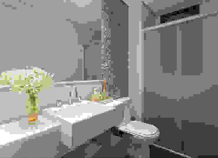 Apartamento .RF Banheiros modernos por Amis Arquitetura e Decoração Moderno