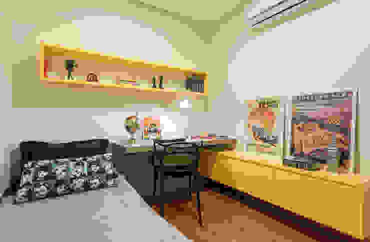 Apartamento .RF Escritórios modernos por Amis Arquitetura e Decoração Moderno