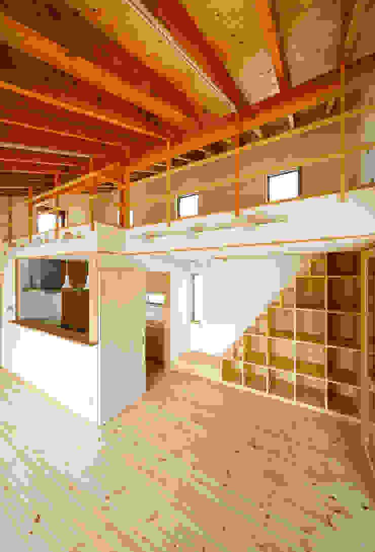 LDK・ロフト モダンデザインの リビング の 建築工房 at ease モダン