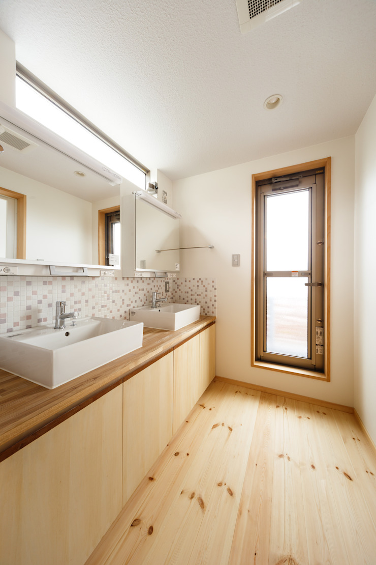 洗面・脱衣 モダンスタイルの お風呂 の 建築工房 at ease モダン