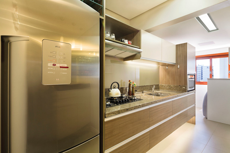 Cucina moderna di Caroline Vargas | C. Arquitetura Moderno