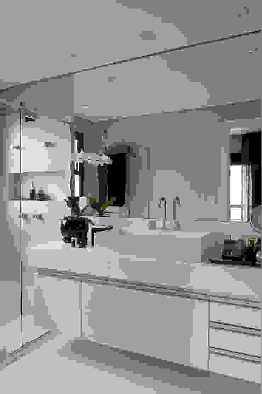 Sanitário Master Banheiros modernos por Jamile Lima Arquitetura Moderno