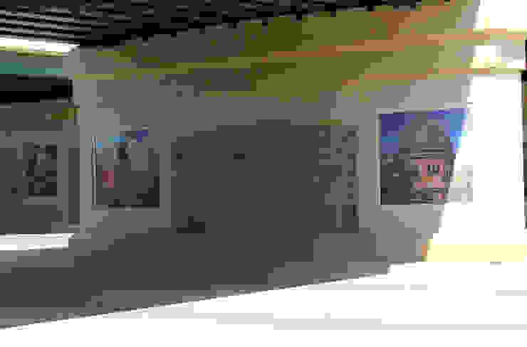COLLEGE STATION Pasillos, vestíbulos y escaleras modernos de alto diseño en mosaico Moderno Azulejos
