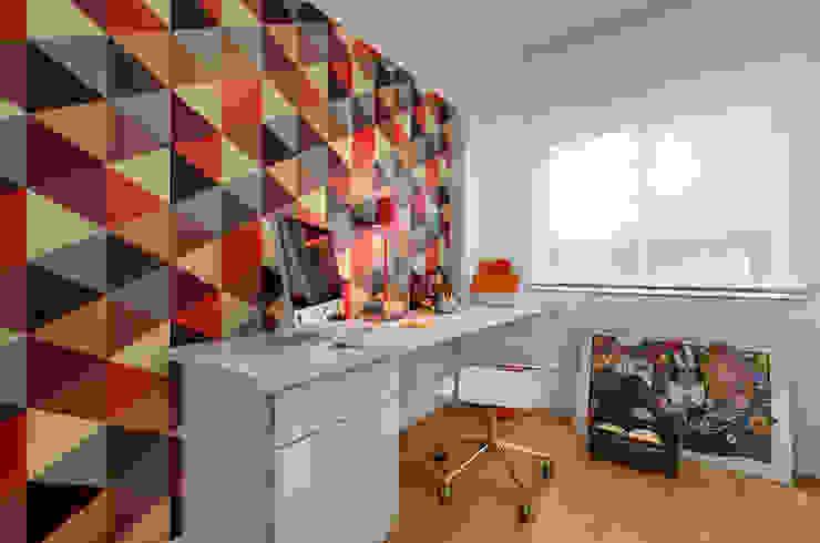 Ruang Studi/Kantor Modern Oleh CR Arquitetura&paisagismo Modern Bahan Sintetis Brown