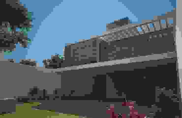 Axios Arquitectos Modern style gardens