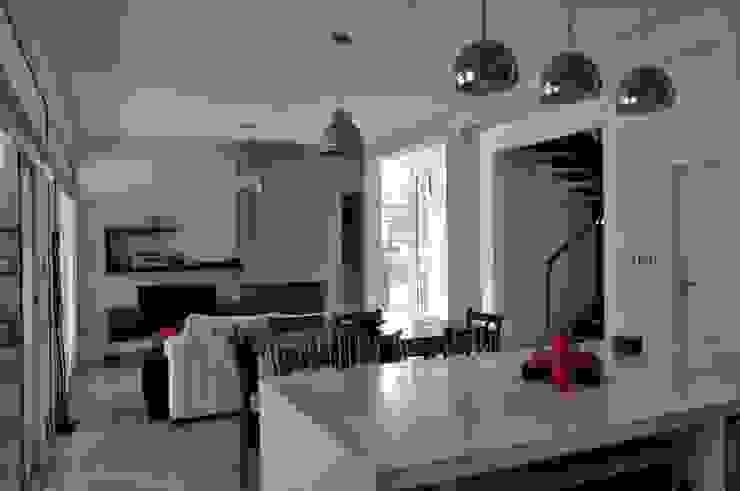 Casa 320 Comedores modernos de Baltera Arquitectura Moderno