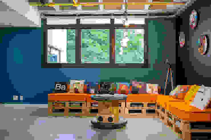 Escritório com clima POP Escritórios modernos por La Idea Arquitetura e Design Moderno